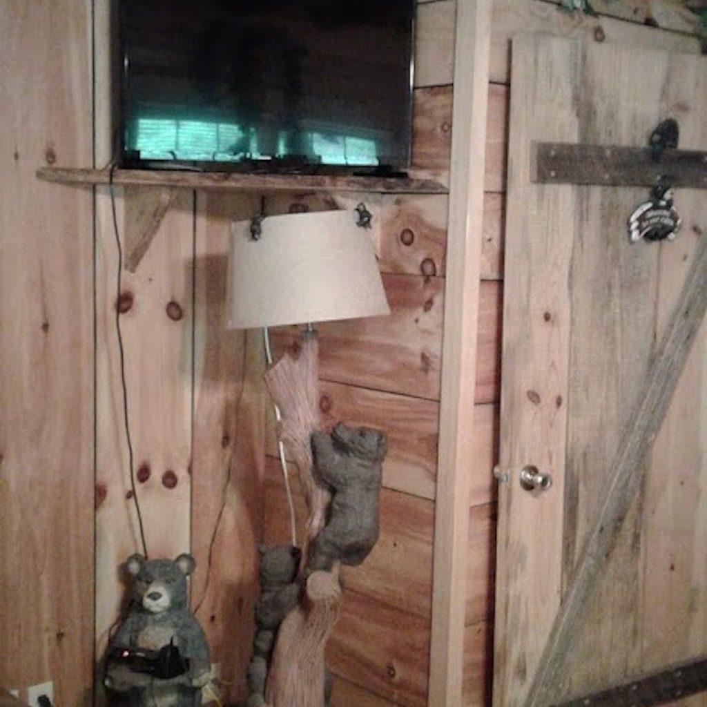 "Bear lamp in ""Bear Room"""